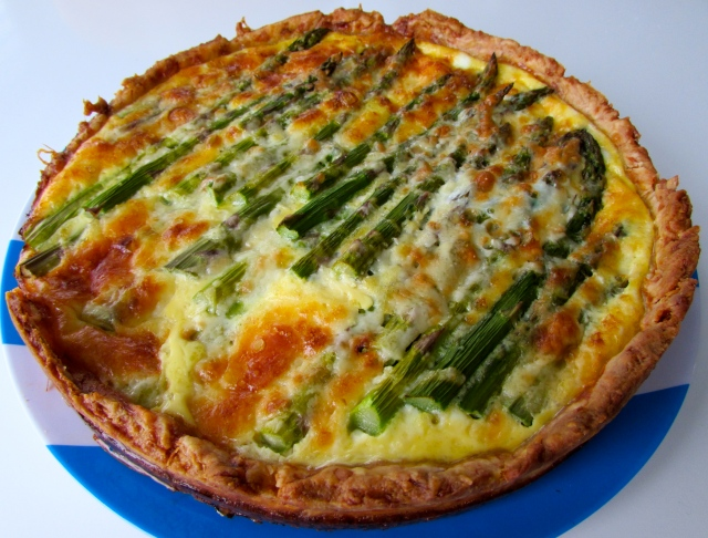 Asparagus and mature cheddar quiche