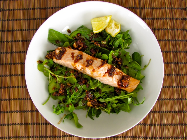 Grilled salmon salad with an almond and ginger dressing