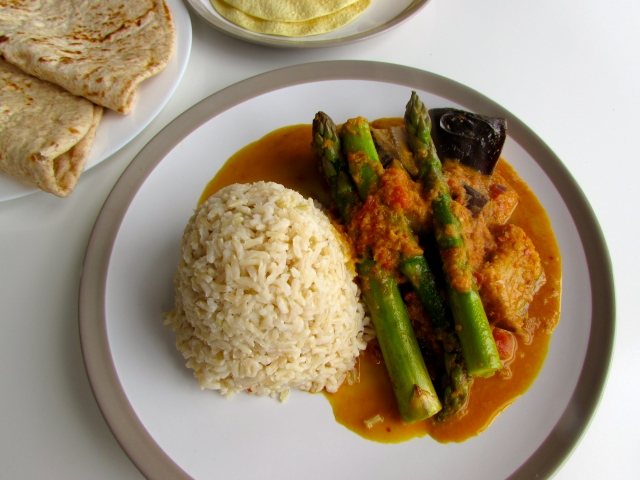 Aubergine and asparagus curry